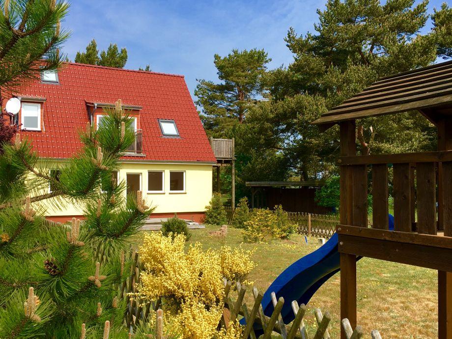 """""""Gelbes Haus"""" mit großem eingezäunten Garten"""