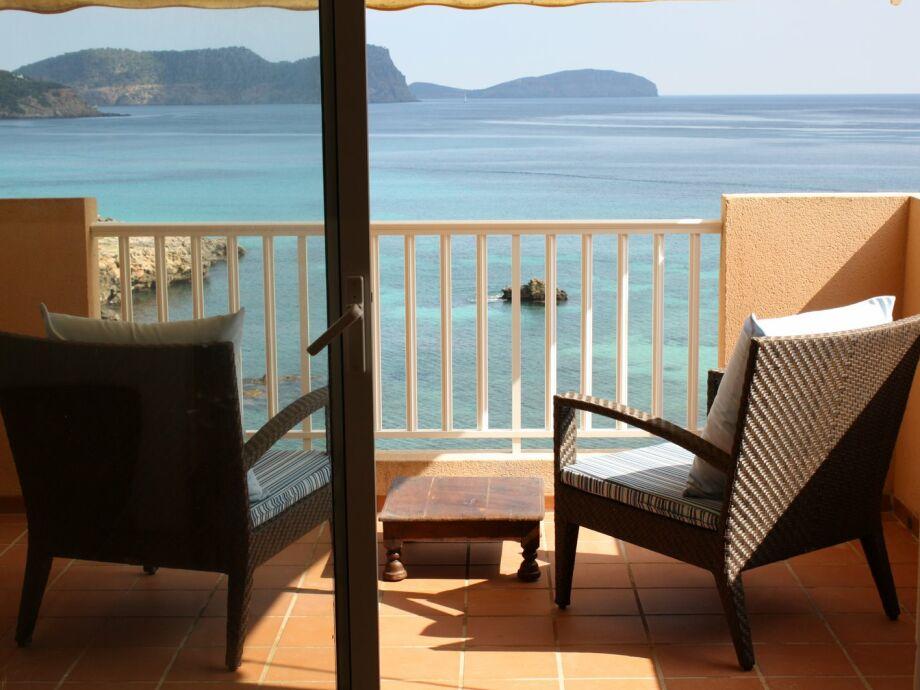 Balkon mit Blick auf die Insel Tagomago