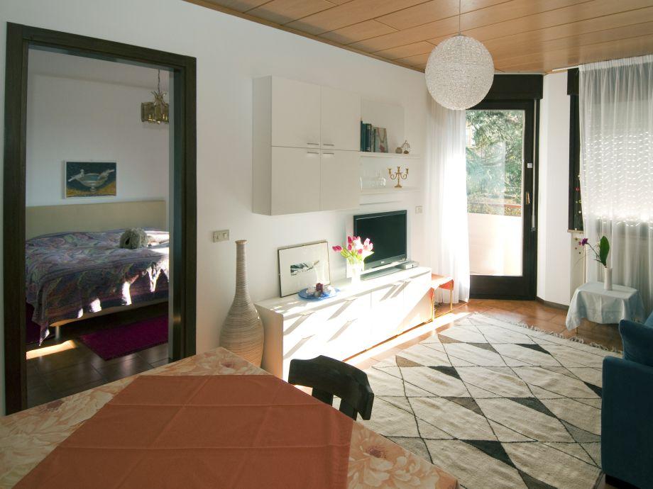 Wohnzimmer sonnig und geräumig