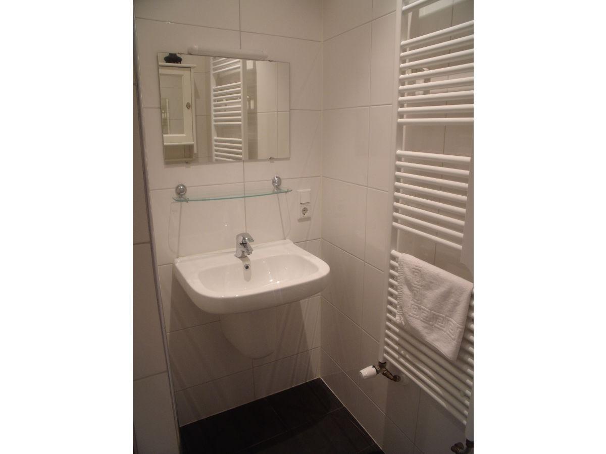 Apartment studio domburg firma luxus appartments centrum domburg frau susanne poelman - Badezimmer zonen ...