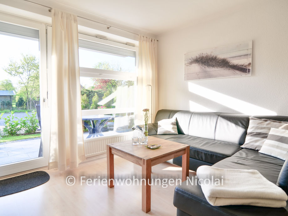 Licht und Sonne im Wohnzimmer mit Zugang zur Terrasse