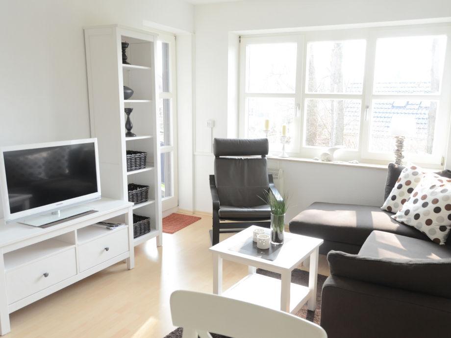 helles Wohnzimmer mit Panoramafenster nach Süden