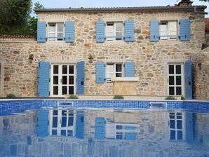 Ferienhaus Unique mit Pool