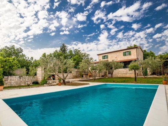 Neues ferienhaus mit pool dalmatien firma larus mr for Ferienhaus mit pool