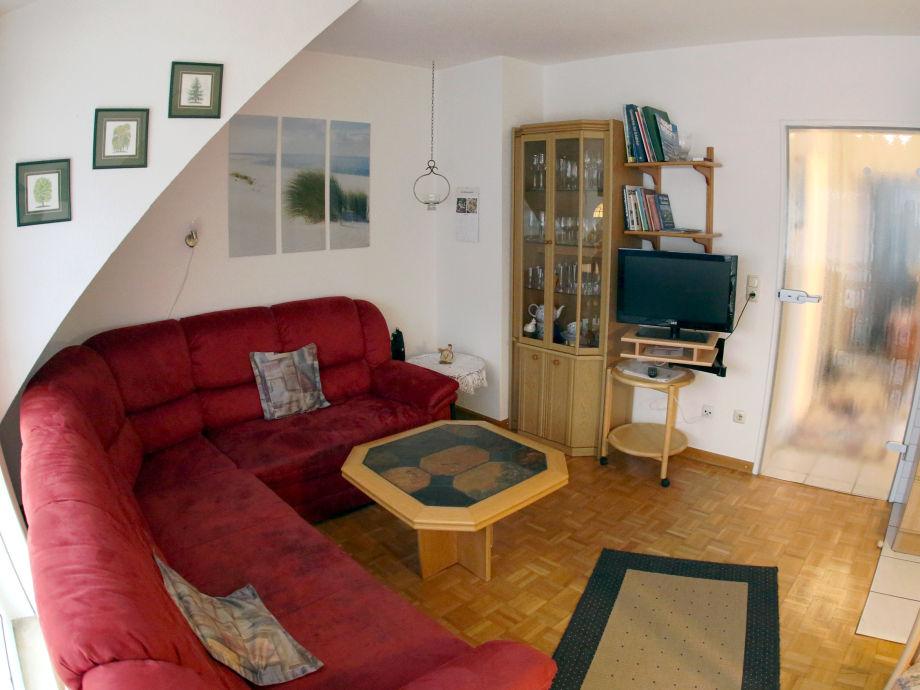 Wohnzimmer mit Sitzecke / Ausziehcouch und TV
