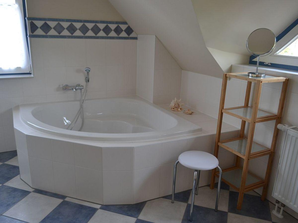 ferienhaus meerflair zingst zingst firma ostseeland. Black Bedroom Furniture Sets. Home Design Ideas