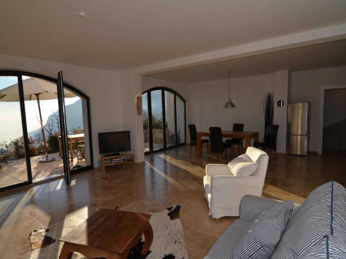 Traumferienwohnung mit sonnenterrasse und gardaseeblick for Wohnzimmer sitzecke
