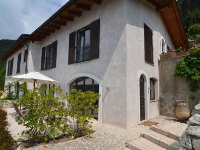 Cosy penthouse apartment with Garda lake view