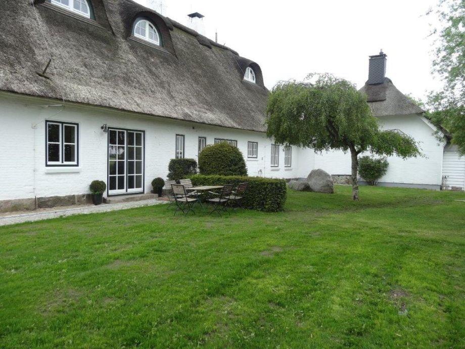 Terrasse mit Grünflächen