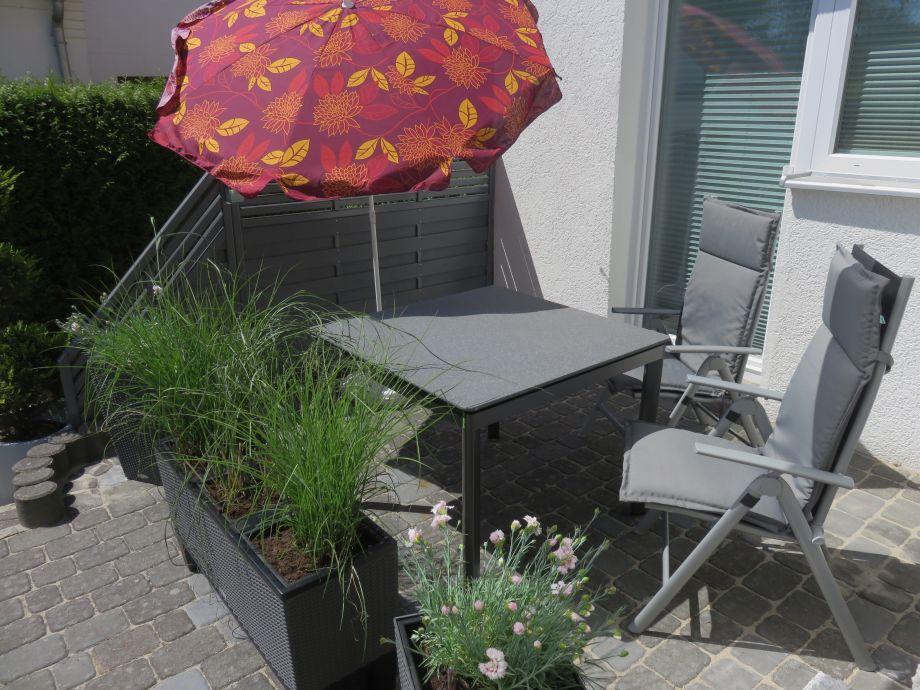 Kleine Terrasse für die warmen Monate.