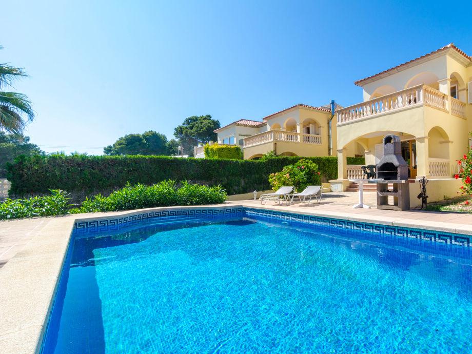 Attraktiver Pool am luxuriösen Chalet