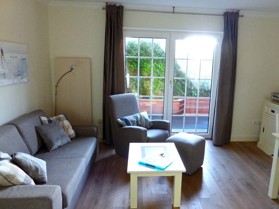 Wohnzimmer: Schaukelsessel, Terrassenzugang
