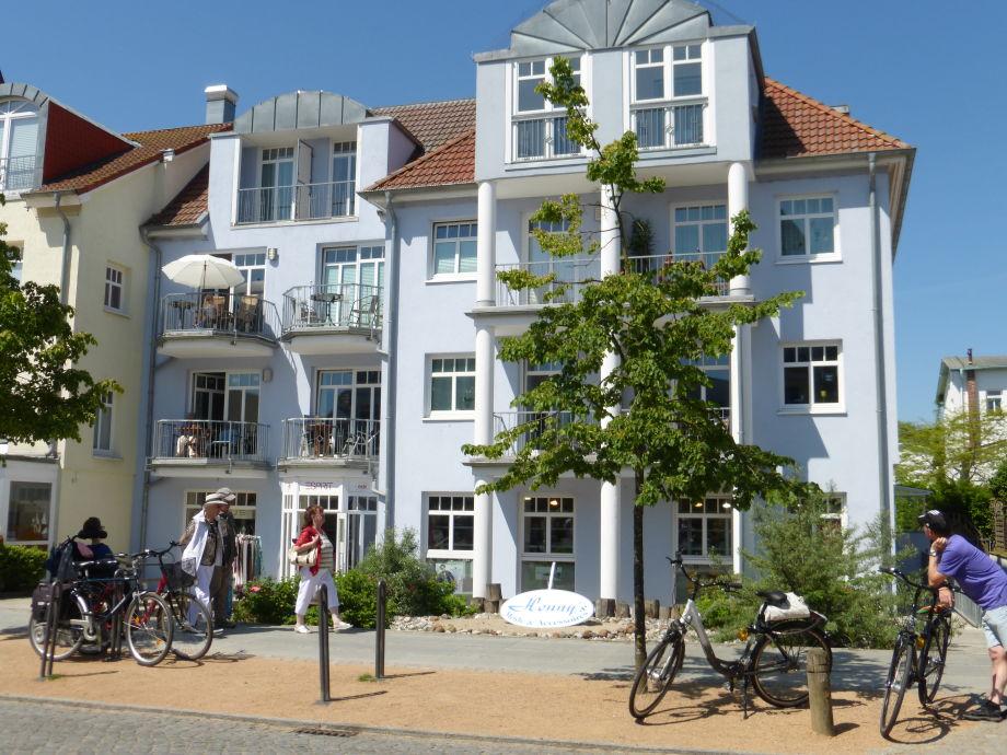Villa Strandburg, Balkon Nr. 7 unter Sonnenschirm