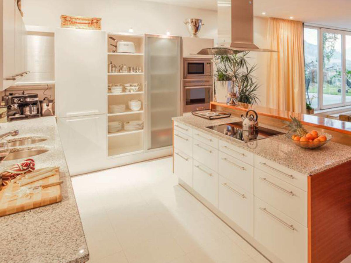 luxus chalet mit weinkeller und wellnessbereich s dtirol firma bellevue ferienhaus ag. Black Bedroom Furniture Sets. Home Design Ideas