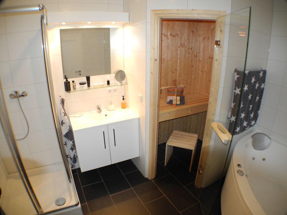 Badezimmer Mit Sauna Und Whirlpool - [Droidsure.Com]
