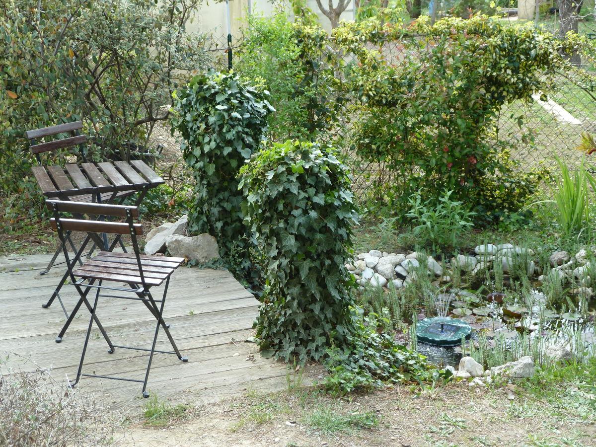 Ferienhaus charme en provence provence frau roswitha for Teich mit fischen