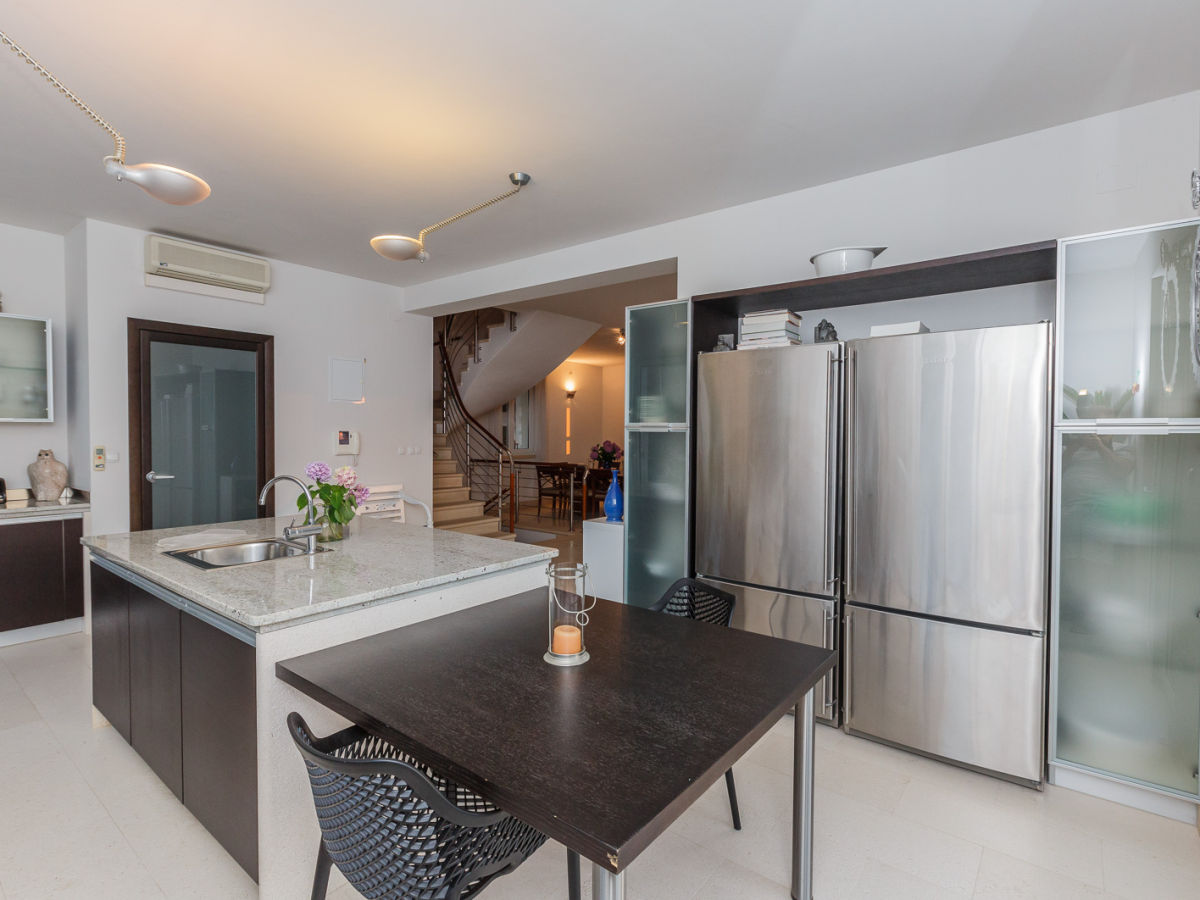 villa philippa bra bobovisca firma adriatic. Black Bedroom Furniture Sets. Home Design Ideas