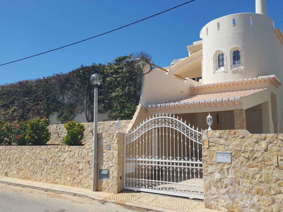 Villa pequena torre algarve carvoeiro frau kirsten for Villas pequenas