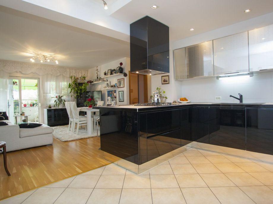 Der Wohnraum mit Küche