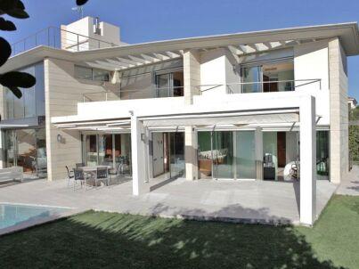 Architektenvilla auf 3 Etagen mit Privatpool und 100 m zum Meer