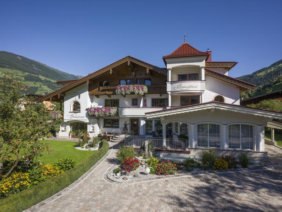 Das ALPINSCHLÖSSL Alpine Tradition und modernes Design