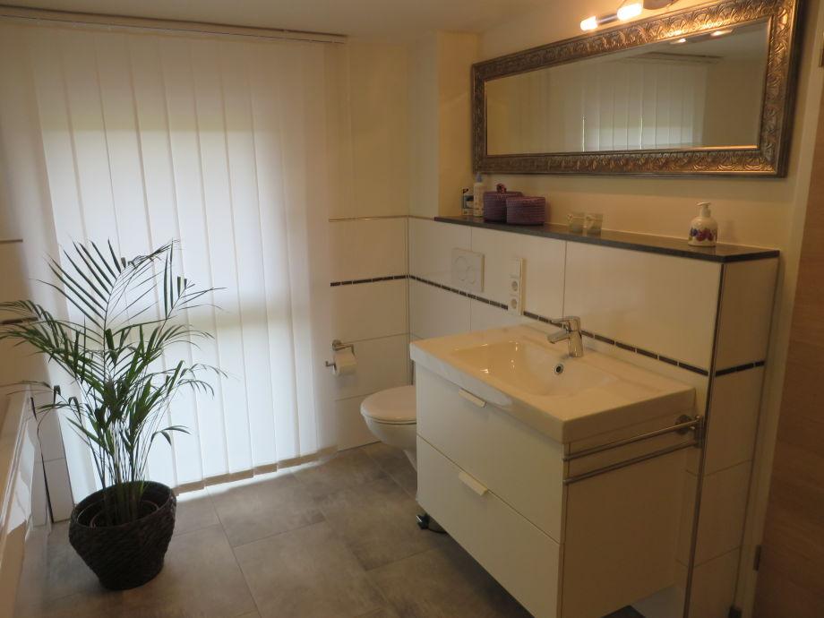 badezimmer mit whirlpool alles ber wohndesign und m belideen. Black Bedroom Furniture Sets. Home Design Ideas