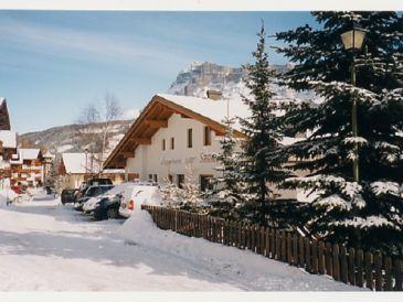 ferienh user ferienwohnungen in den bergen in alta badia in den bergen alta badia. Black Bedroom Furniture Sets. Home Design Ideas