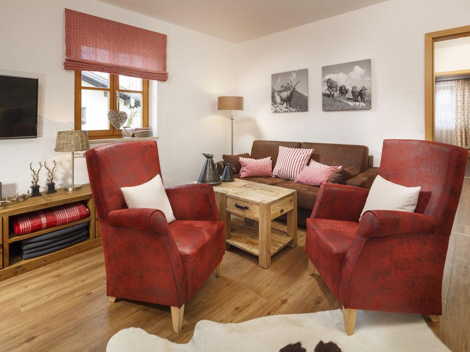 Wohnzimmer mit Sitzecke in Rottönen