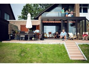 Lichdurchflutetes Ferienhaus bei Scharbeutz mit Liegewiese und direktem Strandzugang