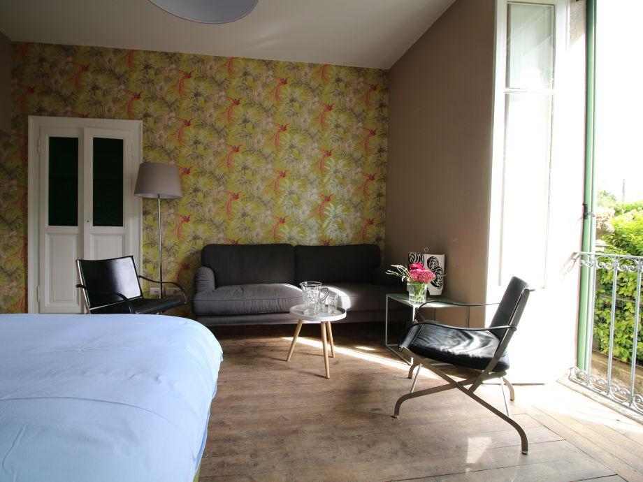 Schlafzimmer unten mit einer Sitzecke+eig. Badezimmer