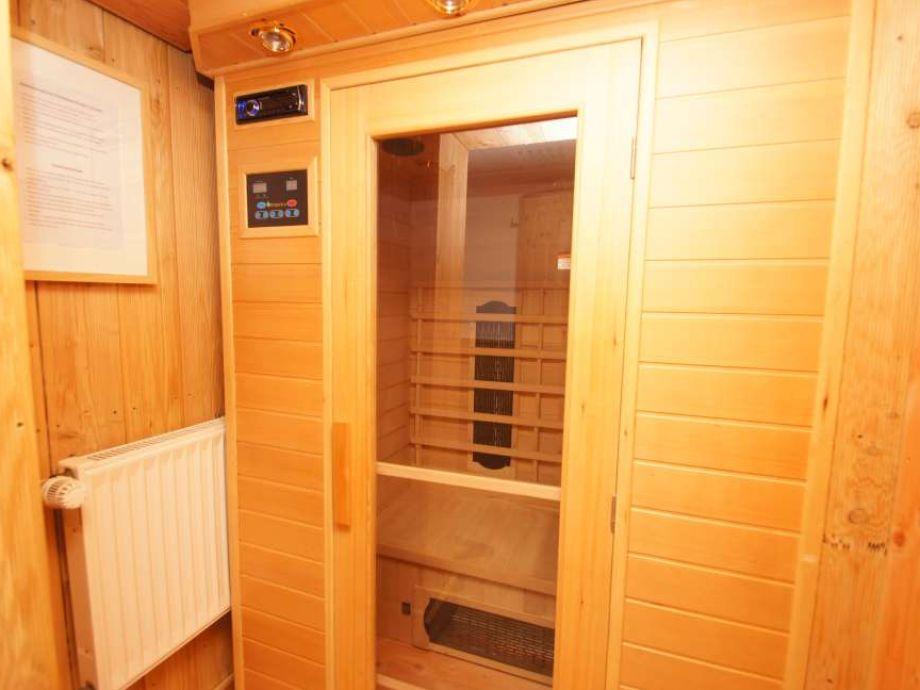 Sauna mit Emotionsbeleuchtung und Radio