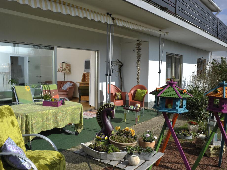 Terrasse u. Panoramafenster zum Wohnzimmer
