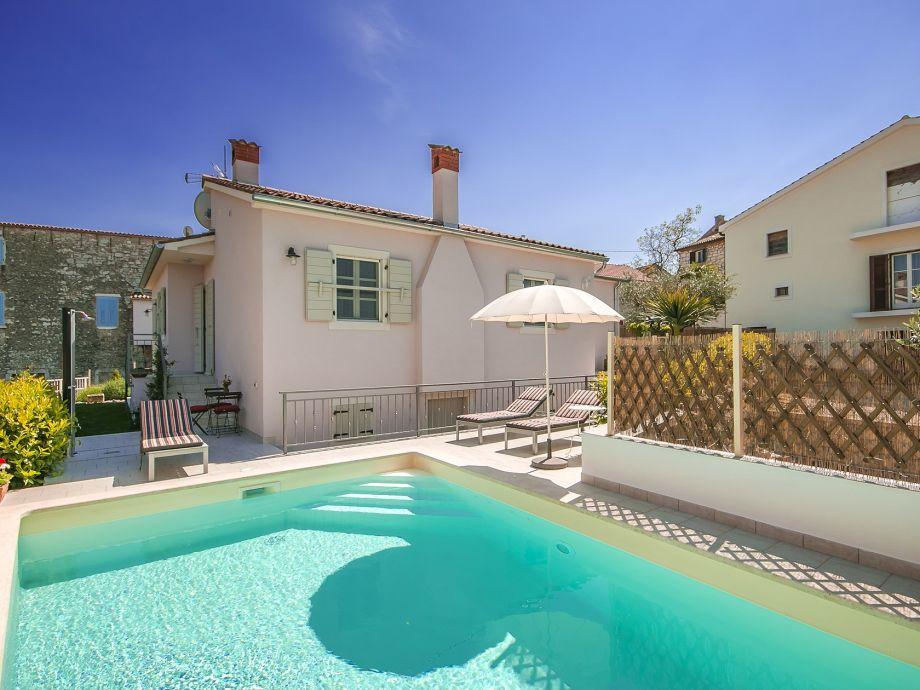 Villa GF mit Pool