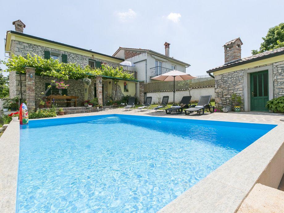 Haus Maria mit Pool und umzäunten Garten