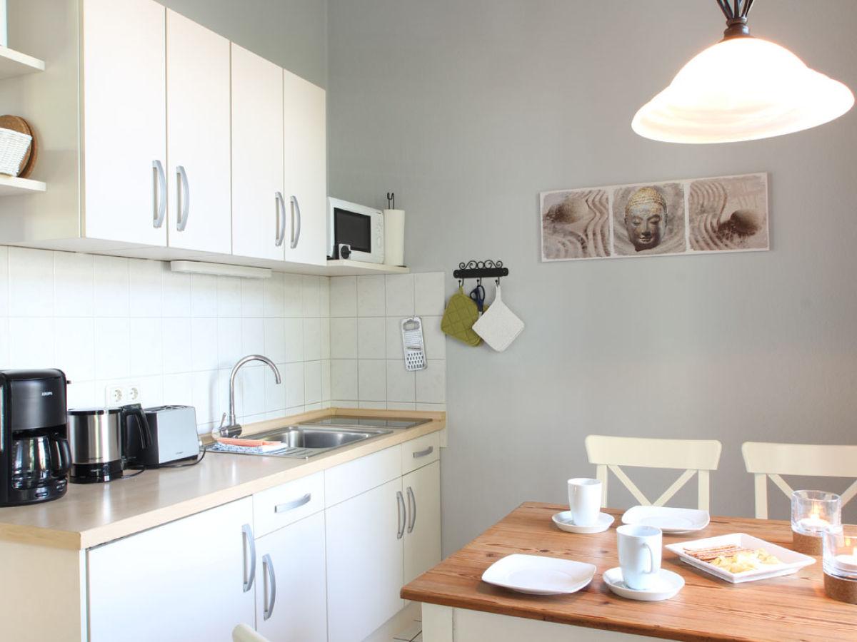 ferienwohnung im herrenhaus appartement 2 ostsee rerik firma ferienhausvermittlung bartsch. Black Bedroom Furniture Sets. Home Design Ideas