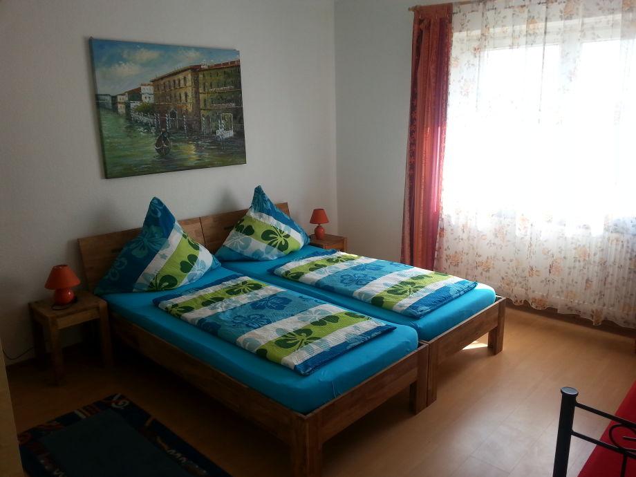 1 Schlafzimmer mit Doppelbett u. Zusatzbett
