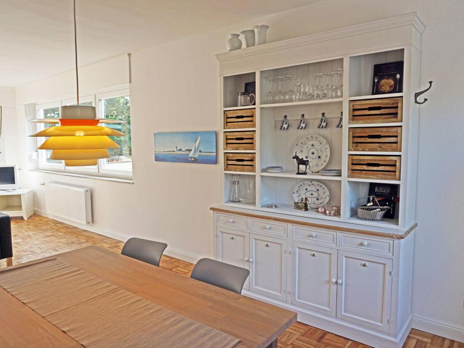 Blick von der Wohnküche ins Wohnzimmer