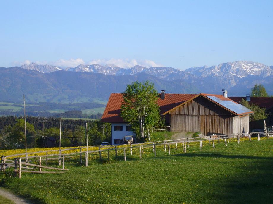 Unser Hof mit Bergpanorama
