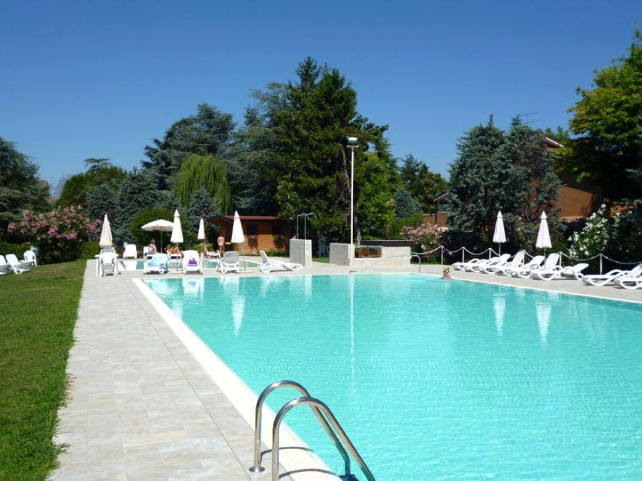 Schöner grosser und neuer Pool