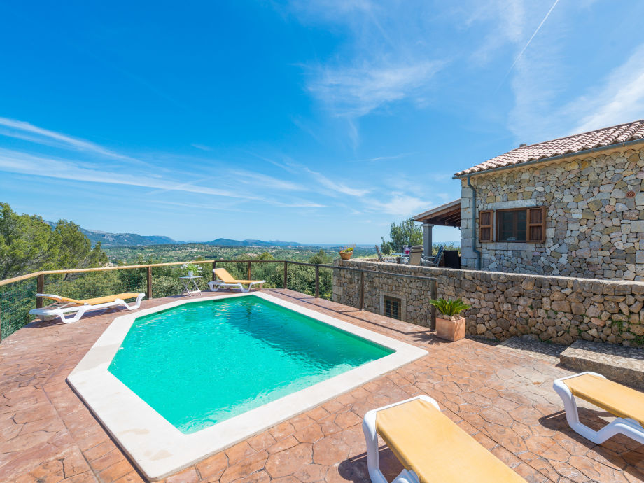 Pool der Villa Rondalla