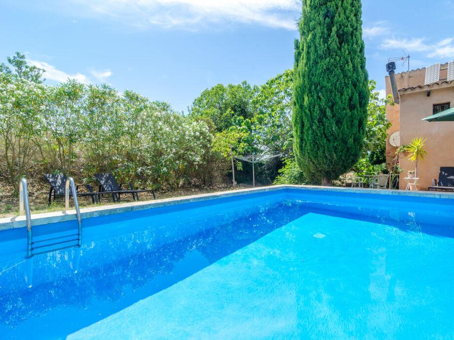 Pool an der Villa