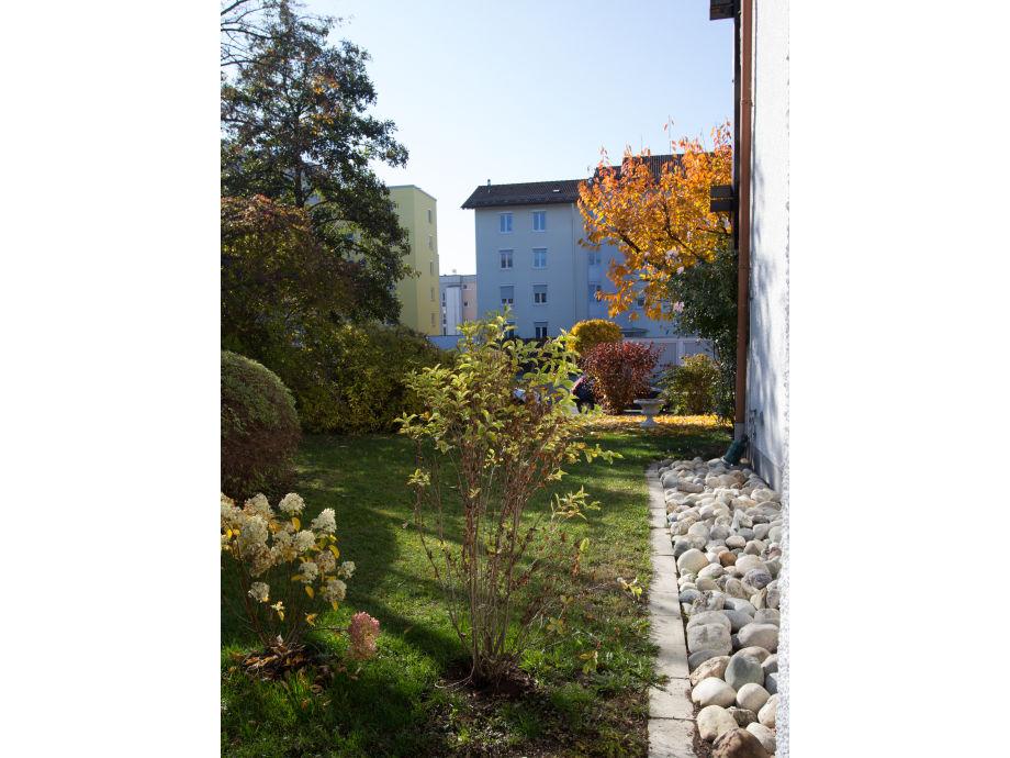 Herbstlicher Ausblick, umgeben von grün