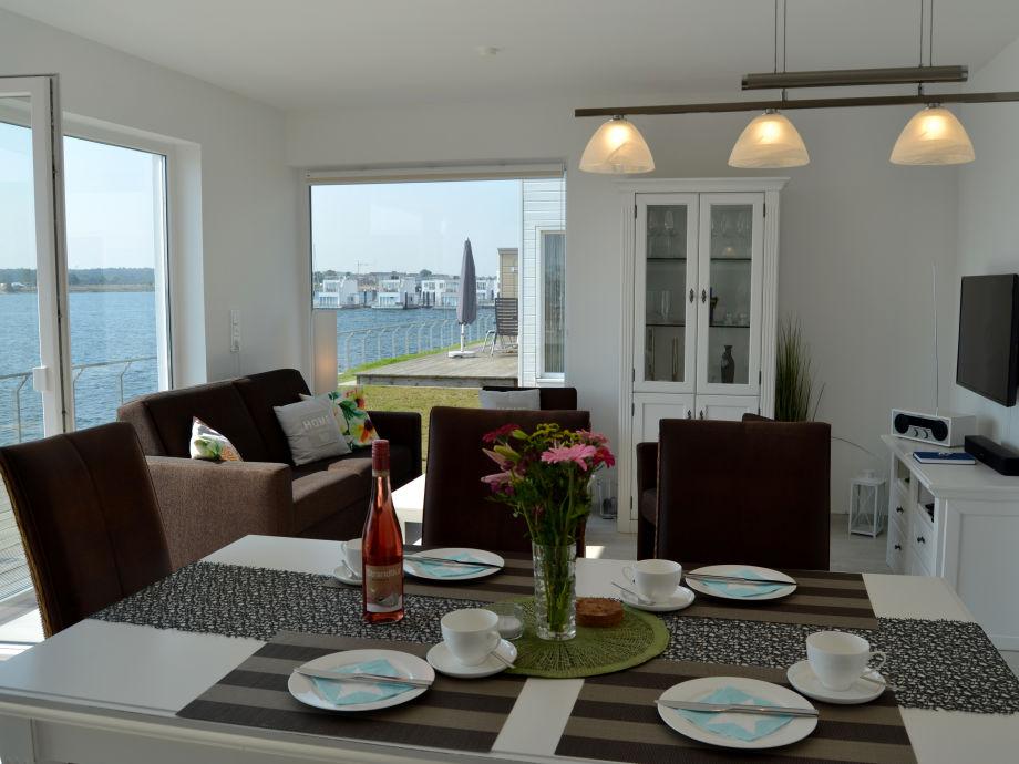 Wohn- und Essbereich mit Panoramablick
