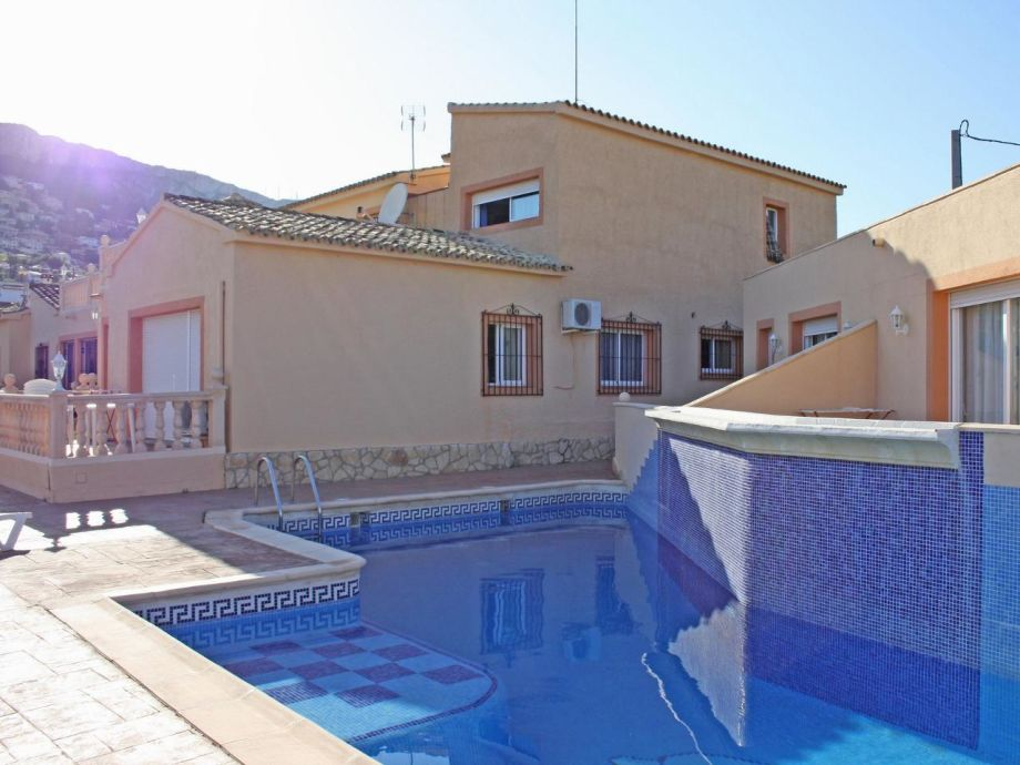 Gemütliches Ferienhaus mit großem Pool