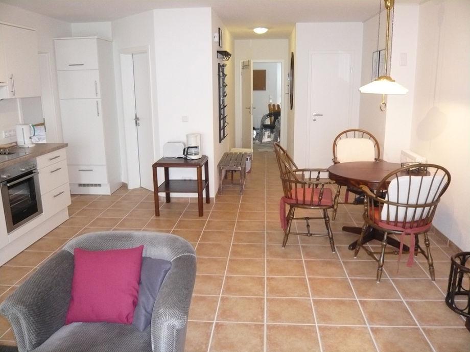 Heller Wohnraum mit Küchenzeile