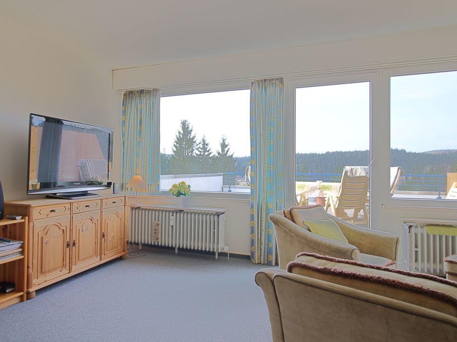 Wohnzimmer mit großer Terrasse