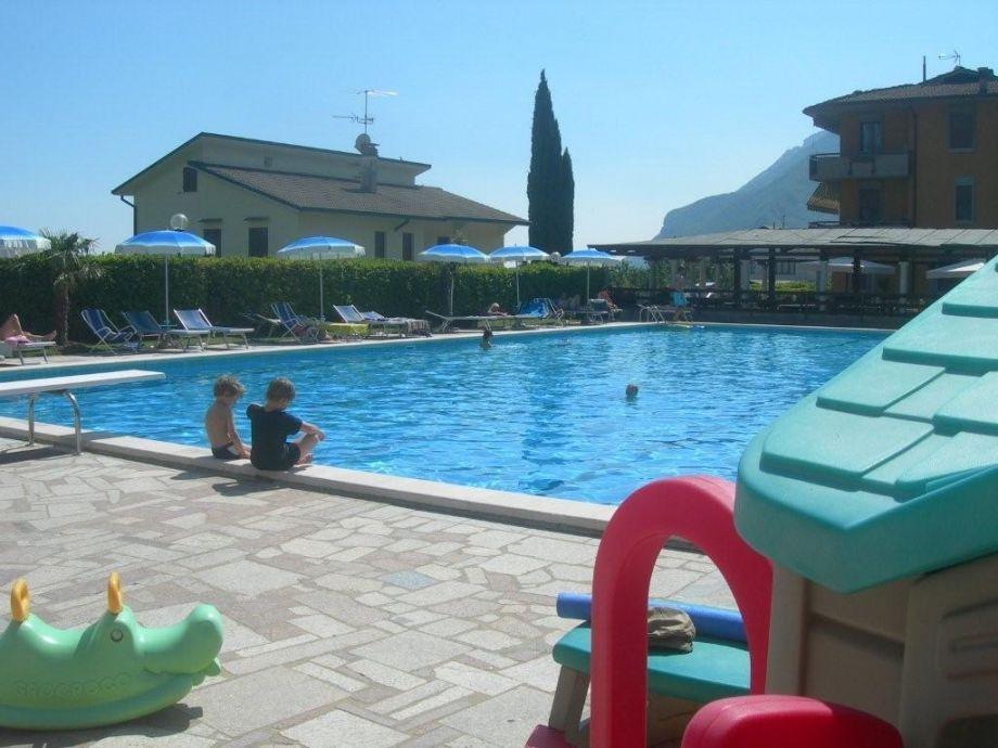 Wohnanlage mit Pool