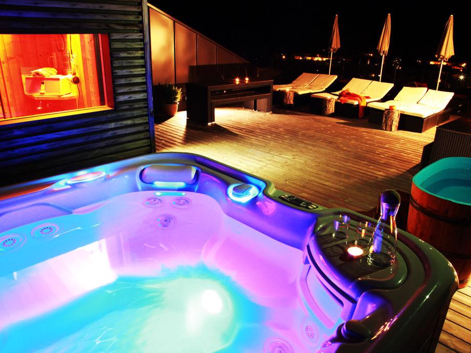 Neuer Whirlpool mit Sauna über den Dächern von Rabland