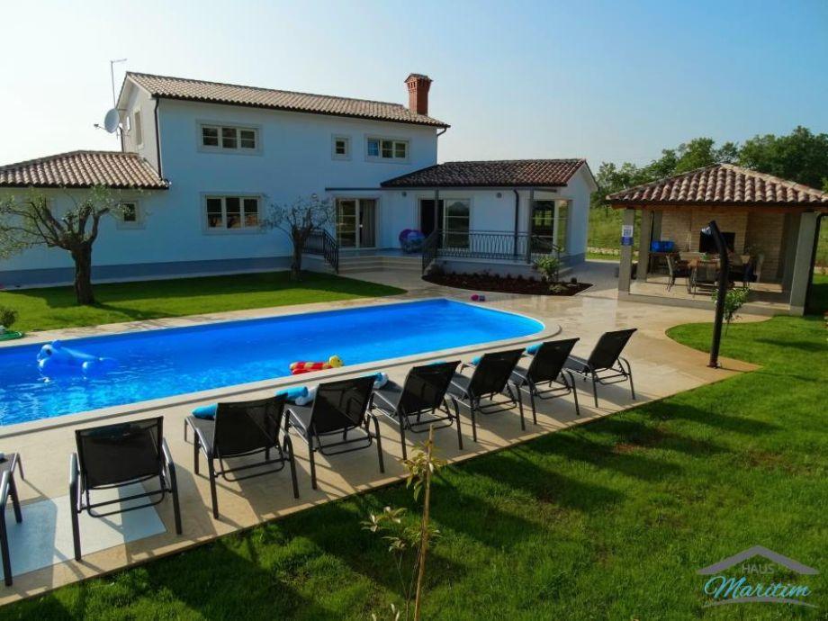 Villa L2 mit grossem Umschwung, 50m2 Pool