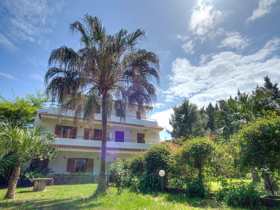 Die Villa Calypso mit Garten direkt am Meer
